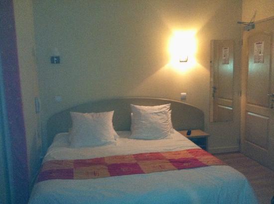 Hotel Les 2 Coteaux : Trés bon lit !