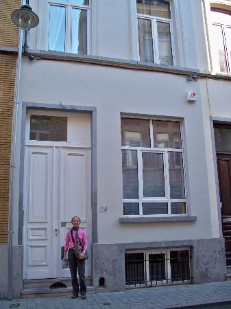 X2Brussels: Front entrance