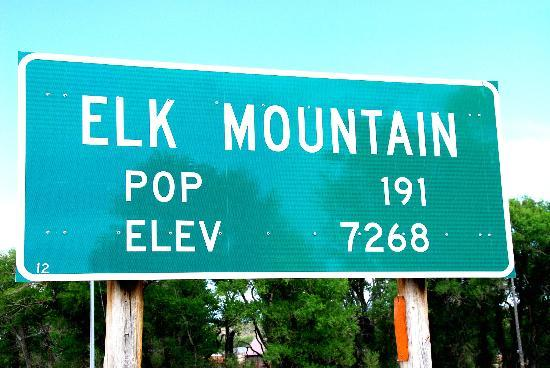 The Historic Elk Mountain Hotel: Roadside sign