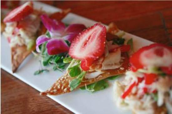6512 Restaurant and Lounge : Strawberry and crab salad