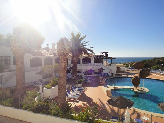 Salema Beach Club : Another view of pool area