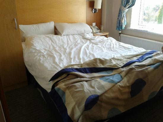 The Abbey Hotel: Just about enough room to walk round bed!