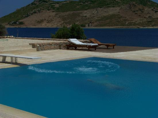 Onar Patmos : The pool