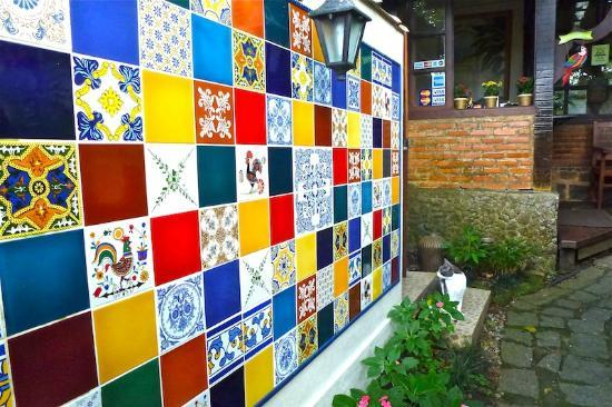 Entance to Aratinga inn with its beautiful portuguse tile mural