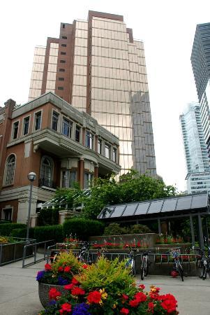Executive Hotel Vintage Park: view of buildings near Canada Place