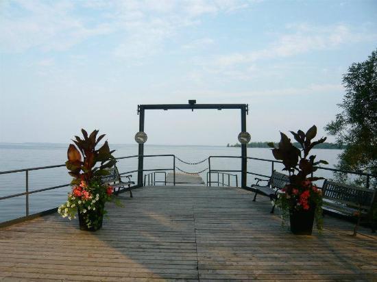 Gazebo Restaurant: On the water