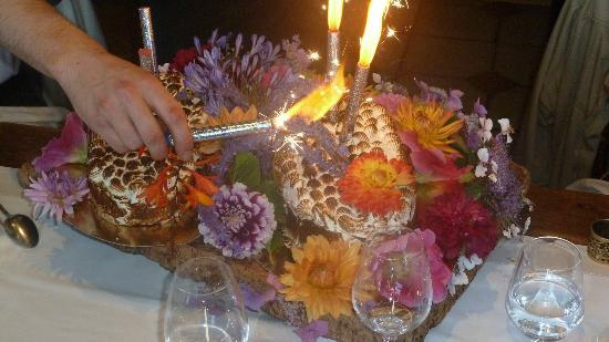 Auberge la Fontaine aux Bretons : flambierte Eistorte mit Meringe