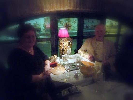 la casa Dalie: Notre table avec vue sur la cuisine