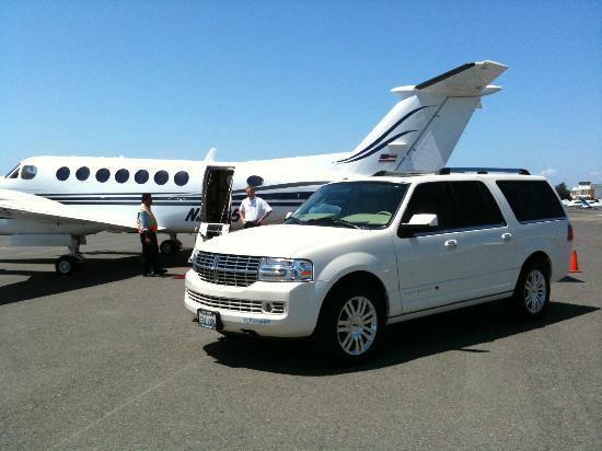 Юнтвилл, Калифорния: NV Tours picking up clients at Sonoma Airport