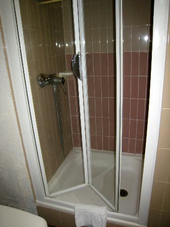 Hôtel Arles Plaza : douche