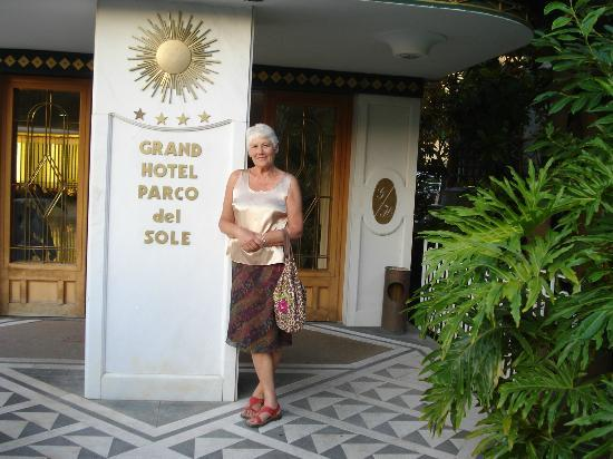 Grand Hotel Parco Del Sole: At the entrance of the hotel