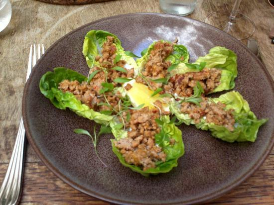 The English Pig: Minced pork with lemongrass on lettuce leaf wraps
