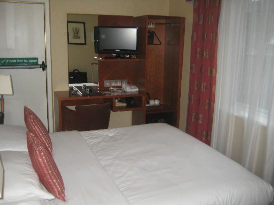 Blandford Hotel : Habitación pequeña pero moderna y limpia