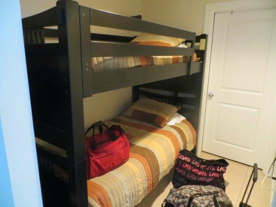 Palazzo Condominiums: bunk room
