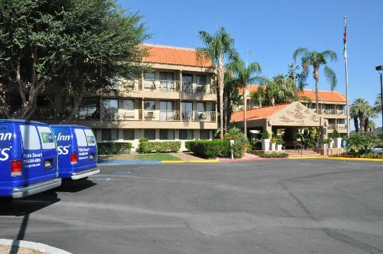 Holiday Inn Express Palm Desert / Rancho Mirage: Vooraanzicht hotel