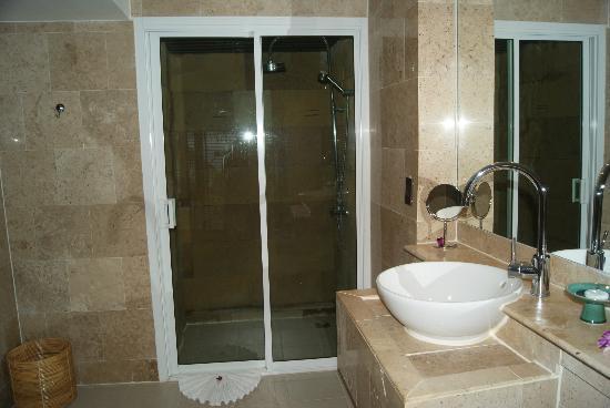 Andaman White Beach Resort: the shower