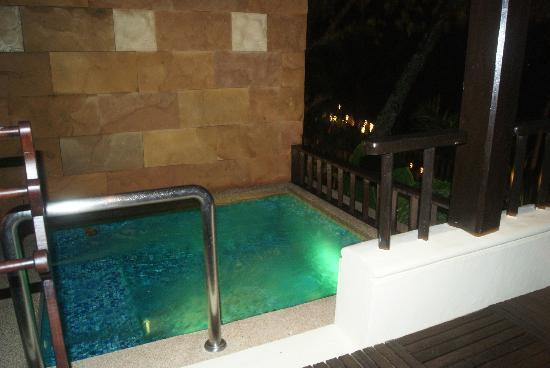 Andaman White Beach Resort : own pool