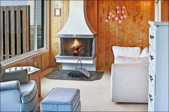 Pacific Surf Inn Condos: Pacific Surf Inn Living Area