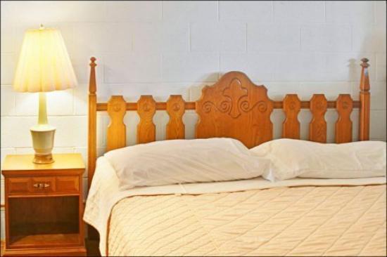 Pacific Surf Inn Condos: Pacific Surf Inn Bedroom