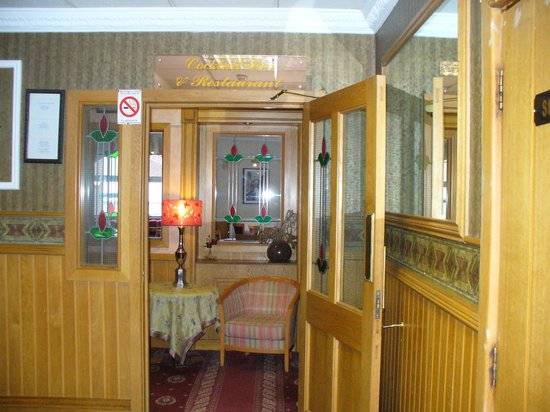 Castle Hotel: Entrance to dining area