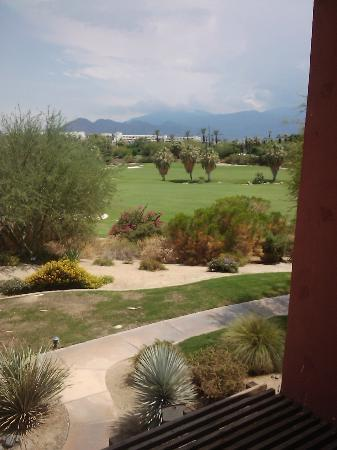 Embarc Palm Desert: Overlooking golfcourse and mountains