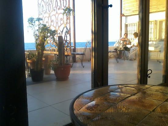 Lamma Cafe: 1