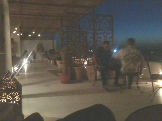 Lamma Cafe: 2