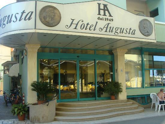 Hotel Augusta con vista sull'entrata principale