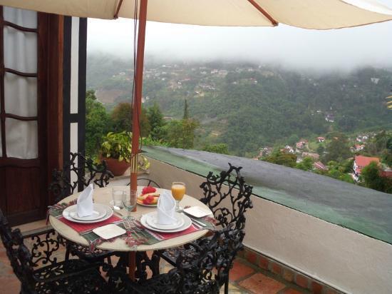 Posada Don Elicio: Terraza de la Habitación 7. Desayunas a cuerpo de rey con el mejor paisaje de fondo