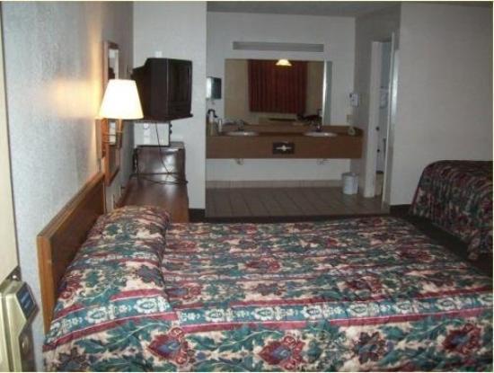 Executive Inn: Room