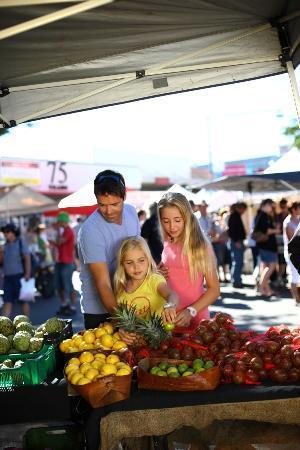 The Caloundra Street Fair : Seasonal farm fresh foods to eat now or enjoy later