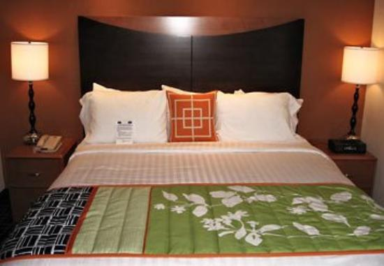 Fairfield Inn & Suites Muskogee: King Guest Room
