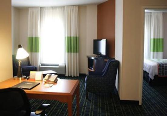 Fairfield Inn & Suites Muskogee: King Suite