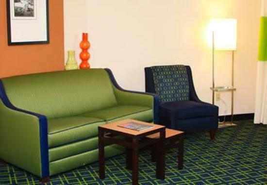 Fairfield Inn & Suites Muskogee: King Suite Sitting Area