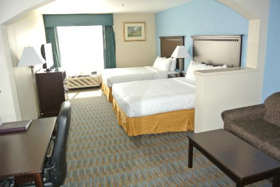 Comfort Suites: Two Queen Bed Suite