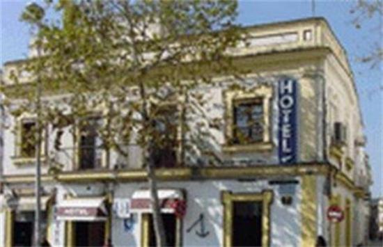El Ancla Hotel: Exterior View