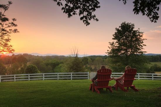 Inn at Meander Plantation: Sunset over the Blue Ridge Mountains from our Backyard