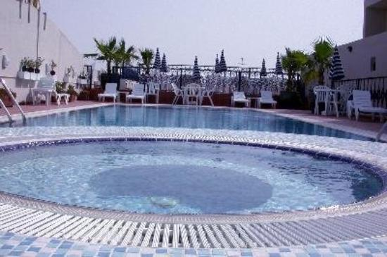 Winchester Grand Hotel Apartments: Pool view