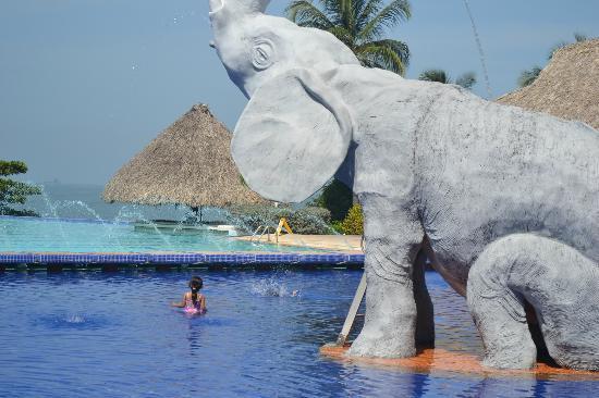 GHL Comfort Hotel Costa Azul: hermosa vista de las piscina y el mar.