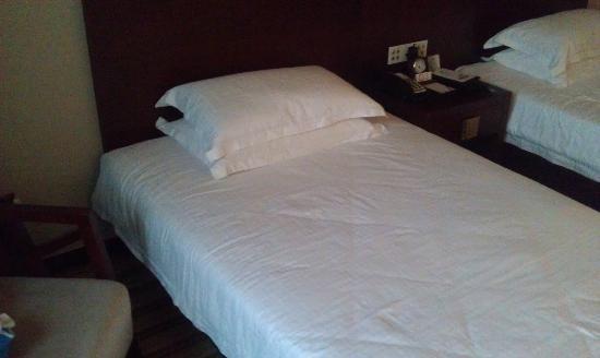 Yuanzheng Qizhen Hotel: Bed