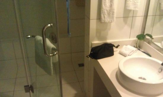 Yuanzheng Qizhen Hotel: Shower area
