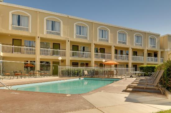 BEST WESTERN PLUS Rancho Cordova Inn: Outdoor pool