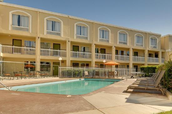 BEST WESTERN PLUS Rancho Cordova Inn: Out door pool