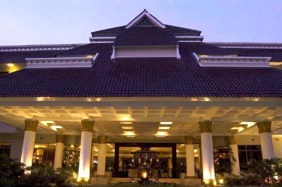 ホテル サンティカ プレミア ジョグジャ
