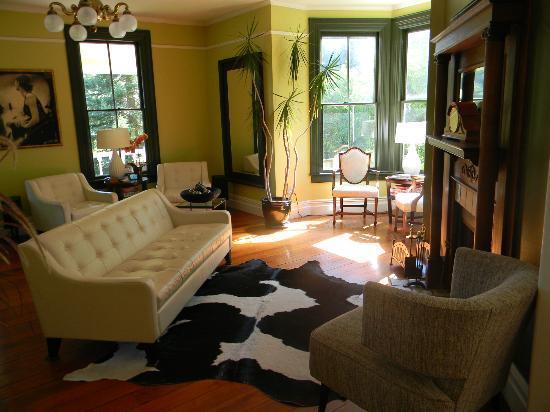 The Chanric Inn: Living room