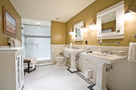 Tamarack Lodge: Bath RGB