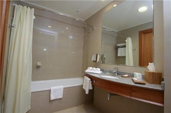 Sonesta Hotel Osorno: Bathroom
