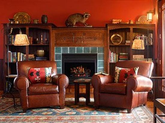Mountain Brook: Sitting Room of Lodge Suite