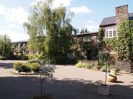 The Priory Hotel & Restaurant: Hotel grounds