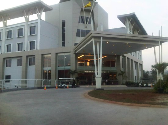 Cilegon, Indonesia: New Reception Krakatau Hotel & bGolf
